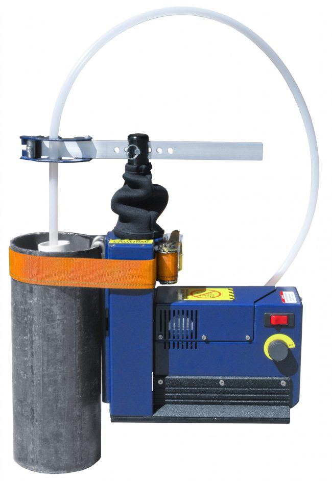 Waterra Hydrolift Tubing actuator strapped to well ready for pumping